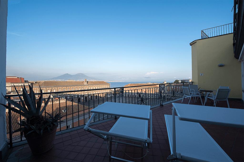 santa chiara hotel grand suite letto matrimoniale stanza Napoli centro Piazza Plebiscito