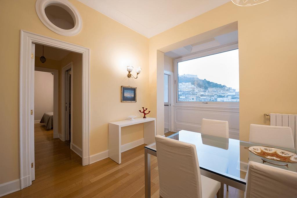 santa chiara hotel grand suite letto matrimoniale stanza Napoli centro Piazza Plebiscito cucina